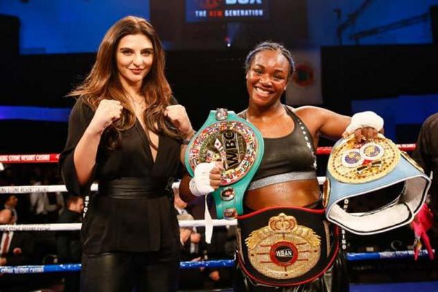Shieldsová vs. Hammerová / zdroj foto: Boxingscene.com
